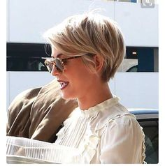 The blonde looks beautiful on this long pixie cut.