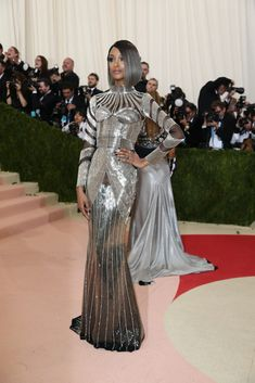 """To fete the """"Manus x Machina:Jourdan Dunn in Balmain Fashion in the Age of Technology"""" exhibition, the 2016 red carpet brought out beaded, shiny and embellished dresses of every stripe. Met Gala Outfits, Bad Dresses, Long Dresses, Met Gala Red Carpet, Jourdan Dunn, Evolution Of Fashion, Vogue, Silver Dress, Embellished Dress"""