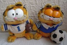 Pair of Vintage Garfield Plush 1976 bears Football and Rugby 9 inches high