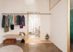 Twin House in Barcelona by Nook Architects- per la stanza degli armadi Nook Architects, Interior Architecture, Interior And Exterior, Apartment Renovation, Deco Design, Design Design, Home Bedroom, Master Bedroom, Interiores Design