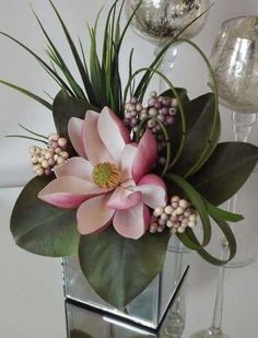 Magnolia with Berries in a Mirror Cube #exoticflowersarrangements #BeautifulFlowers