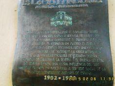 Placa de un edificio ....muy famoso por su arquitecto Gaudi