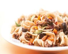 Χυλοπίτες µε κιµά και πεκορίνο Pasta Salad, Main Dishes, Spaghetti, Ethnic Recipes, Rice, Food, Gastronomia, Crab Pasta Salad, Main Course Dishes