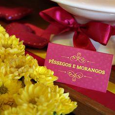 Plaquinhas de mesa * Design feito com amor! By #amareatelier | Home engagement - amarelo e rosa | facebook.com/amareatelier