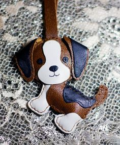 Leo The Beagle Leather Charm by FavorLeather on Etsy Dog Crafts, Cute Crafts, Felt Crafts, Diy And Crafts, Leather Ring, Leather Keychain, Handmade Leather Jewelry, Leather Craft, Dog Template