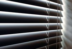 DIY  Cleaning horizontal blinds & recipe for making the cleaning solution.