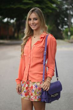 look-da-onca-camisa-laranja-short-floral-scarpin-onca-schutz-bolsa-ps11-roxa-284-2