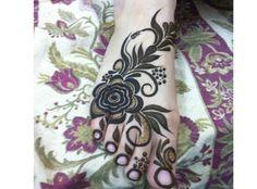 Amazing feet flower henna love it