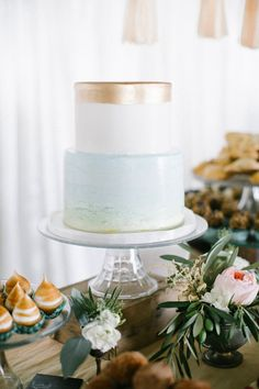 Add this metallic wedding cake to your dessert table.