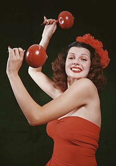 Rita knows how to shake the maracas in 1940!