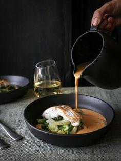Fiskesuppe med torskefileter og grønt - skøn og cremet fiskesuppe Nordic Kitchen, Xmas Dinner, Fish Dishes, Fish And Seafood, Food For Thought, Food Inspiration, Cravings, Good Food, Food And Drink