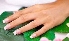 Йодная ванночка для укрепления ногтей  Возьми на заметку  Ингредиенты: 5 капель йода 1 стакан воды 1/2 столовой ложки пищевой соли  Приготовление: Растворить йод и соль в воде. Опустить ногти в емкость со смесью на 15-20 минут. После выполненной процедуры – смазать руки и ногти жирным кремом.