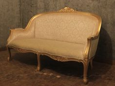 This sofa made from high quality timber, kiln dried mahogany wood with anti wood worm treatment to ensure long lasting durability and performance. Gold leaf finish and linen upholstery add more elegant feel over this products.