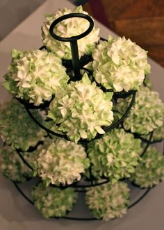 These hydrangea cupcakes were for a bridal shower. They were carrot cake cupcakes with a cream cheese filling and cream cheese buttercream. Hydrangea Cupcakes, Cupcakes Flores, Green Cupcakes, Carrot Cake Cupcakes, Flower Cupcakes, Wedding Cupcakes, Cupcake Cakes, Cupcake Bouquets, Wilton Cupcakes