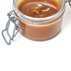 Caramel au beurre salé à tartiner | Ricardo Biscuits, Ricardo Recipe, Salted Butter, Canning Recipes, Corn Syrup, Spreads, Preserves, Sauces, Sweet Treats
