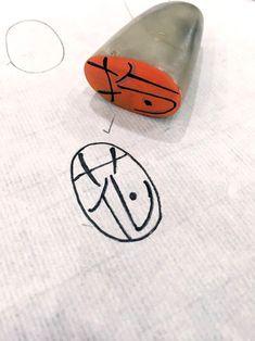 봄을 기다리며 새김질을 했습니다.양각이 어려워서 음각만 고집한게 아닙니다.빨강이 많은게 예뻐서라고 변... Brand Icon, Logo Branding, Logos, Caligraphy, Name Cards, Stencils, Diy And Crafts, Eye Candy, Ceramics