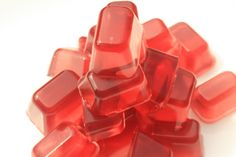 Post image for iCandy: Corn Syrup-Free Cranberry Yummy Gummies - A great way to make your own gummies for healthier sweet treats. Might replace my gunny bear addiction with these XD Homemade Gummies, Homemade Candies, Easy Sweets, Healthy Sweet Treats, Juice 3, Fruit Juice, Gummy Bears, Jelly Beans