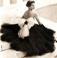 gorgeous vintage gown. LOVE.