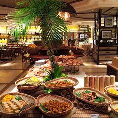 Tides at Shangri-La's Mactan Resort and Spa, Cebu Reopens Filipino Dishes, Filipino Desserts, Filipino Recipes, Filipino Food, Dessert Buffet, Food Buffet, Thai Dessert, Dessert Food, Filipiniana Wedding Theme