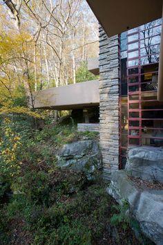 D607_575 18/10/2011 : Mill Run, PA, Mill Run Rd: Fallingwater (Frank Lloyd Wright, 1936-39) main house