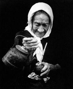 Mateando, Raota. Yerba Mate, Black White Photos, Black And White Photography, People Photography, Street Photography, Eugene Smith, Fine Art, Spirit, Beautiful
