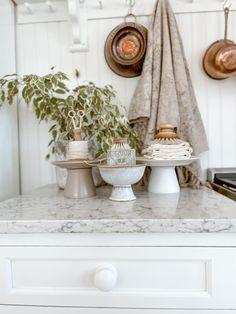 DIY Affordable Glass Pedestals - Liz Marie Blog Farmhouse Bedroom Furniture, Farmhouse Chairs, Fresh Farmhouse, Vintage Farmhouse, Country Farmhouse, Farmhouse Decor, Farmhouse Kitchen Fixtures, Cheap Wall Art, Diy Home Accessories