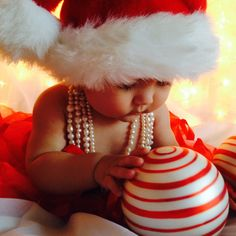 Baby christmas photos, xmas photos, baby girl christmas, babies first chris Xmas Photos, Family Christmas Pictures, Holiday Pictures, Christmas Pics, Baby Girl Christmas, Babies First Christmas, Baby Girl Pictures, Christmas Photography, Jolie Photo