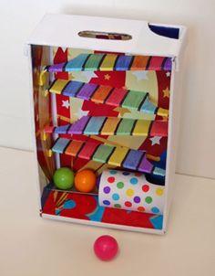 30 brinquedos para fazer com papelão Infant Activities, Activities For Kids, Cute Kids Crafts, Cardboard Toys, Homemade Toys, Baby Play, Diy Toys, Toy Diy, Diy For Kids