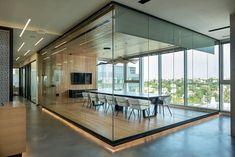Regus business center, Tel Aviv-Yafo, 2016 - Sharon Finn