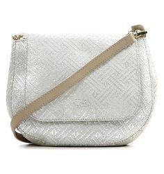 Een zadeltas dankt haar naam aan de tas die cowboys aan hun zadel bevestigden. Deze geweldige zilveren zadeltas van Crinkles is een trendy must-have. Waarom
