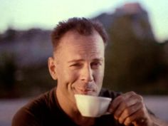 Hudson Hawk :) He finally got that cappuccino ! 😂 Glory be , at last , thank the lord ! Bruce Willis, Hudson Hawk, Hard Movie, The Illusionist, Music Express, The Big Lebowski, Straight Guys, Ben Affleck, Die Hard