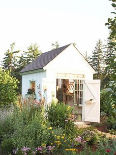 tiny garden studio inspiration via #thehomeground