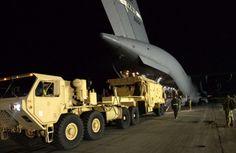 사드 배치 앞둔 주한미군 패트리엇 성능 개량 착수 한반도 사드(고고도미사일방어체계) 배치를 서두르고 있는 주한미군이 또 다른 요격무기인 패트리엇의 성능 개량에 나선 사실이 확인됐다. 사진은 지난해 2월 8일 미국 텍사스에서 C-17 수송기를 이용해 경기 오산공군 기지로 옮겨진 패트리엇 시스템을 미군 관계자들이 하역하는 모습. 주한미군사령부 제공: US UPGRADED PAC III MISSILE SYSTEMS INTO THE S KOREA, BEFORE THE DEPLOYMENT OF THAAD...