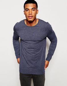 Muskelshirt T-Shirt von ASOS elastischer Jersey Rundhalsausschnitt eng geschnittene Ärmel sitzt eng am Körper enge Passform Maschinenwäsche 47% Baumwolle, 47% Polyester, 6% Elastan Model trägt Größe M und ist 178 cm/5 Fuß 10 Zoll groß