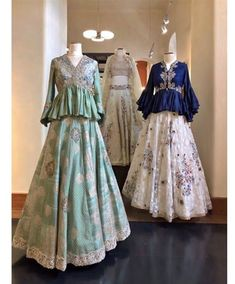 56 ideas for dress pattern party vintage sewing Choli Designs, Lehenga Designs, Blouse Designs, Lehenga Style, Silk Lehenga, Lehenga Blouse, Indian Gowns Dresses, Pakistani Dresses, Indian Designer Outfits