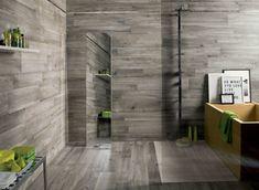 Bodengleiche Dusche In Einem Monochromen Badezimmer