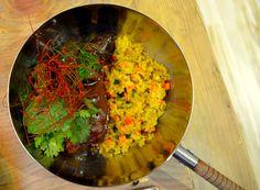 ¡Espectaculares! Carrilleras de cerdo en curry rojo y cuscús de verduras by Triciclo, Madrid.