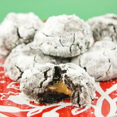 Pip & Ebby - Pip & Ebby - Chocolate crinkle cookies with a Rolosurprise