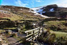 Peak District Walks: A Complete Guide - Veggie Vagabonds Yorkshire England, Yorkshire Dales, Cornwall England, Oxford England, London England, Skye Scotland, Highlands Scotland, Peak District