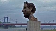 Echo des Poseidon: Geschenk an die Stadt Duisburg zum Hafenjubiläum
