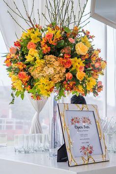 Te contamos en que basarte para elegir las flores de tu matrimonio. #Matrimoniocompe #Organizaciondebodas #Matrimonio #TipsNupciales #CaminoAlAltar #MatriPeru #BodaPeru #DecoracionDeMatrimonio #DecoracionConFloresParaBodas #FloresDeBoda #Decoraciónfloral #FloresMoradas Table Decorations, Home Decor, Florists, Daffodils, Dahlias, Hydrangeas, Tulips, Types Of Flowers, Colorful Flowers