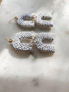 Diy Clay Earrings, Earrings Handmade, Handmade Jewelry, Polymer Clay Crafts, Polymer Clay Jewelry, Handmade Polymer Clay, Clay Beads, Diy Jewelry, Jewelry Making