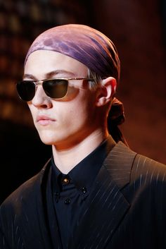 See detail photos for Versace Spring 2016 Menswear collection.