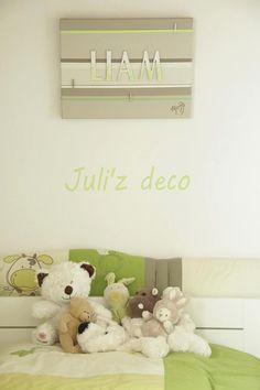 Liam Tableau prénom magnétique et pele mele, vert, taupe clair, 40x30cm/ Liam nick name magnetic and photo hanger painting green, 40x30cm