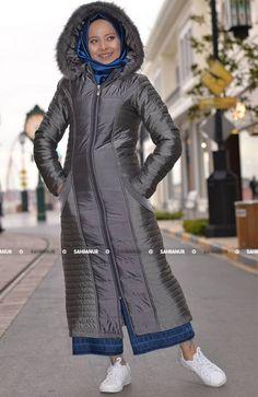 Şişme Bayan Mont ürünümüz polyester kaliteli kumaştan imal edilmiş olup tam kalıptır. İçi astarlıdır ve kış günlerinin vazgeçilmez ürünüdür bordo renktedir önden fermuarlıdır. Ürün 120 CM dir.