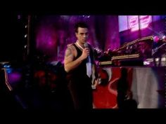 Robbie Williams - She's The One - Live at Knebworth - YouTube