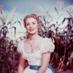 1955 musical film based on the 1943 musical play Oklahoma!, written by composer Richard Rodgers and lyricist/librettist Oscar Hammerstein II and starring Gordon MacRae and Shirley Jones (in her film debut) Shirley Jones, Richard Rodgers, Vintage Hollywood, Classic Hollywood, Hollywood Glamour, Hollywood Stars, Film Musical, Musical Theatre, Oklahoma Musical