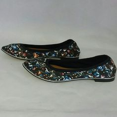 Report Signature Silvia Floral Ballet Flats New without box Report Signature Silvia Floral Ballet Flats. From there high end line, true to size priced to move. Thanks for looking. Report Signature Shoes Flats & Loafers