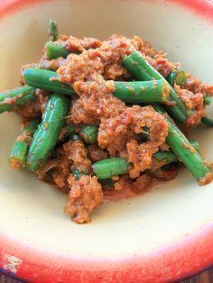 Sambal Kacang Goreng (Malaysian Spicy Fried Green Beans) Shrimp And Green Beans, Fried Green Beans, Shrimp Paste, Humble Pie, Malaysian Food, Fish Sauce, Lemon Grass, The Dish, A Food