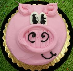 Check out this amazing pig cake! Oink Oink for goodness! Cakes To Make, Cakes And More, How To Make Cake, Cake Batter Fudge, Pig Birthday Cakes, Farm Birthday, Piggy Cake, Jungle Cake, Fancy Cupcakes